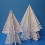 純白のレースペーパーで作る、簡単!クリスマスツリー飾りの作り方