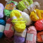 残り毛糸の活用法のはずが 巨大座布団失敗の巻…