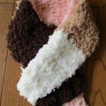 100均毛糸で簡単マフラー 編み目を気にせずスイスイ編める!