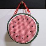 布で作ったスイカを使ってバッグを作ってみました。