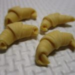 樹脂粘土で作るミニチュアフードのクロワッサンを作ってみた
