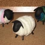 100均のふわふわのカラフル毛糸で作る簡単!ひつじの作り方