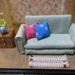 100均商品で簡単なドールハウス ソファの部屋の作り方