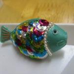100均のしょう油のタレビンがキラキラ虹色の魚に大変身!